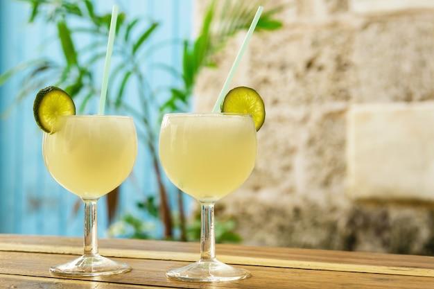 Deux verres de cocktail daiquiri surgelé