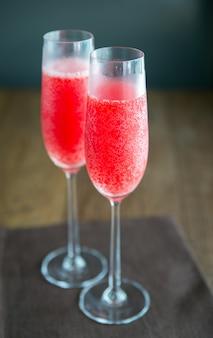 Deux verres de cocktail mimosa