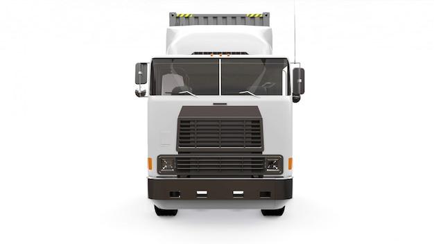 Devant un grand camion blanc rétro