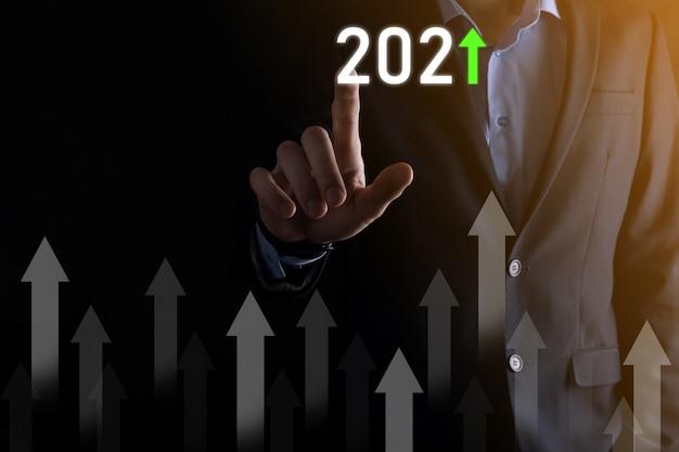 Développement des affaires vers le succès et le concept de croissance croissante de l'année 2021