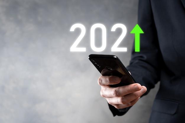 Développement des affaires vers le succès et la croissance croissante de l'année 2021.graphique de la croissance des affaires de plan dans le concept de l'année 2021