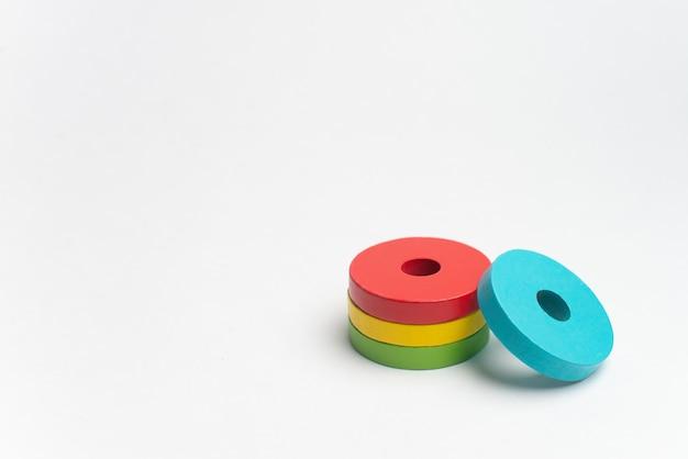 Développement d'enfants colorés avec cercle, squara, triangle et rectangle