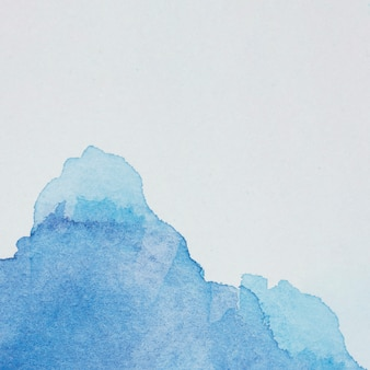 Déversement de colorant bleu translucide