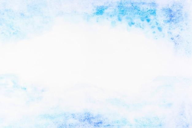 Déversements délicats de peinture bleue