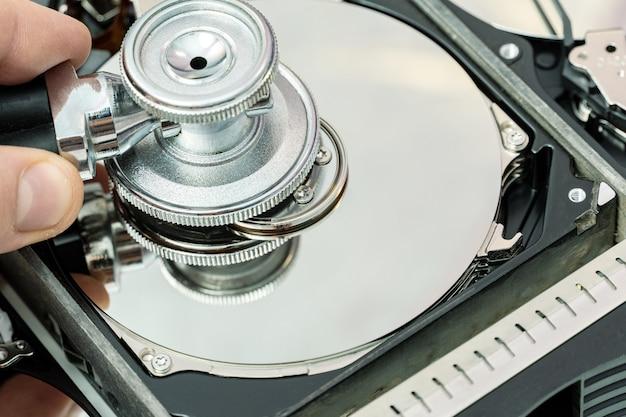 Diagnostic du disque dur avec stéthoscope recherche de récupération des informations de données perdues