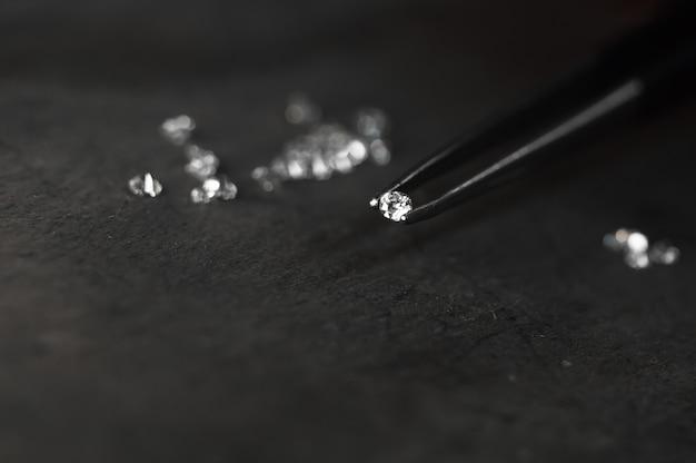 Diamant en pince à épiler