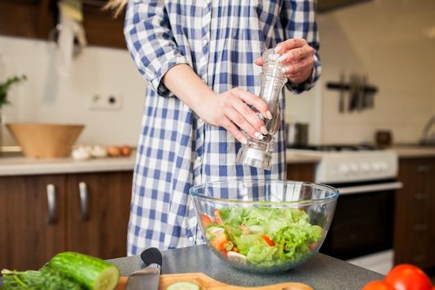 Diète protéine cuisiner à l'intérieur végétalien