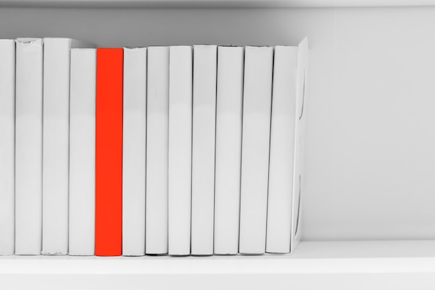 Différence nouvelle plus d'idée ou de connaissances de lire le concept de livre. éducation unique.