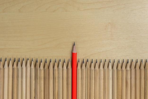 Différent crayon hors concours montrent le concept de leadership.