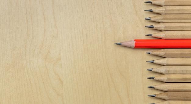 Différent crayon hors concours montrent fond de concept de leadership