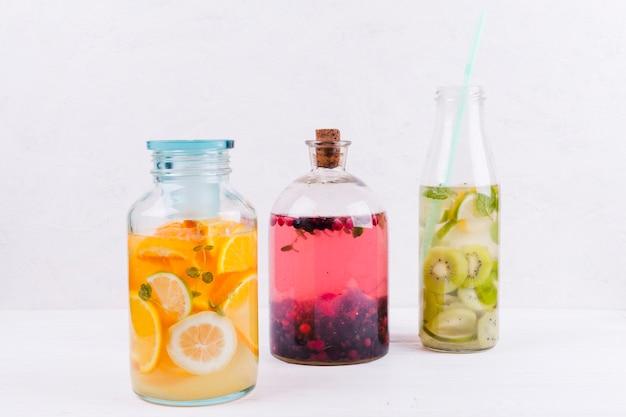 Différentes boissons aux fruits