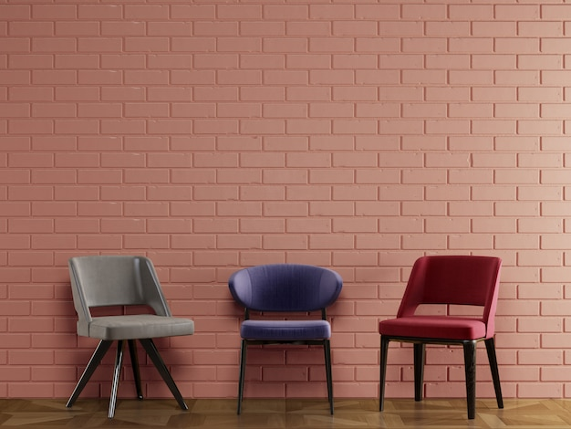 Différentes chaises de style moderne, debout devant le mur de briques