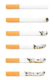 Différentes cigarettes allumées