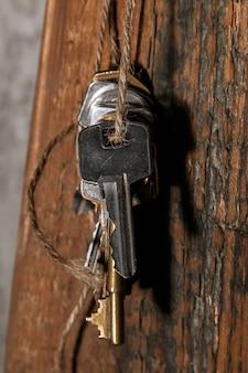 Différentes clés sur le fil
