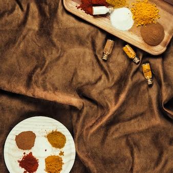 Différentes épices indiennes exotiques