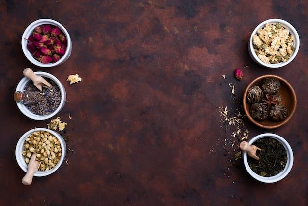 Différentes herbes pour faire du thé sain
