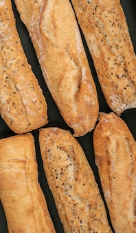 Différentes miches de pain à plat