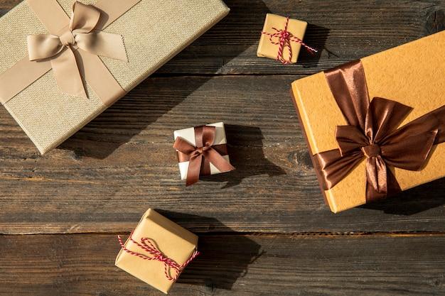 Différentes tailles de cadeaux d'anniversaire