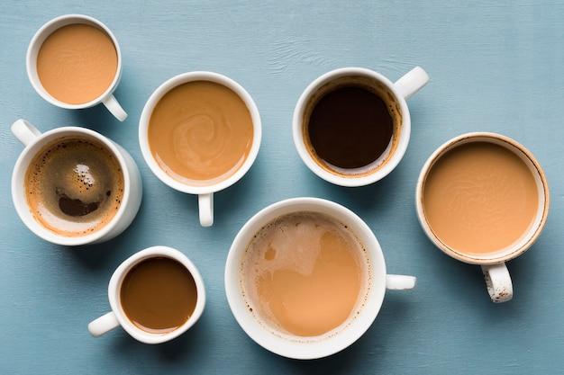 Différentes tasses d'arrangement de café