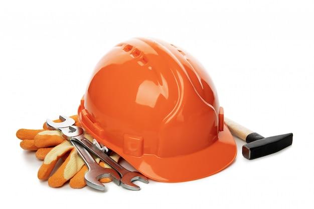 Différents accessoires de construction isolés