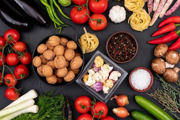 Différents aliments dans des bols