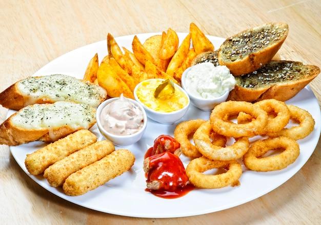 Différents apéritifs et collations. nourriture arabe.