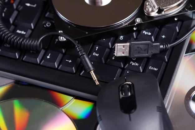 Différents appareils et équipements informatiques