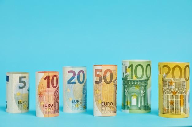 Différents billets en euros de 5 à 200 euros