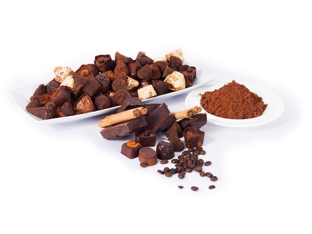 Différents chocolats sur un blanc