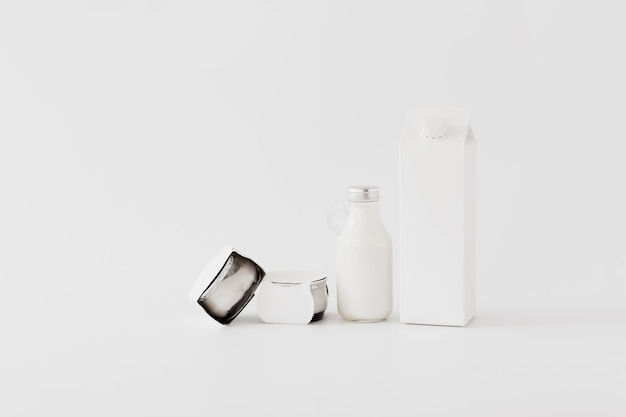 Différents contenants pour produits laitiers