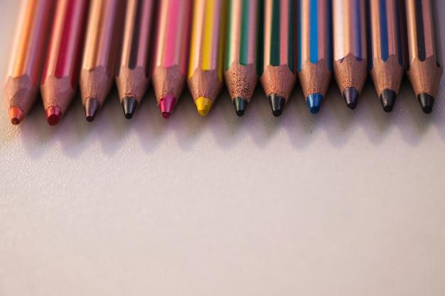 Différents crayons de couleur