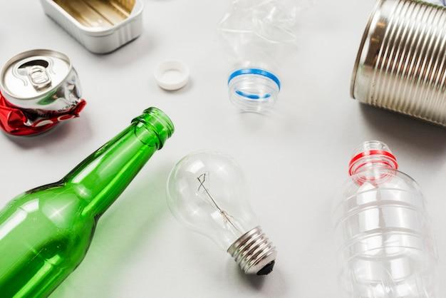 Différents déchets prêts pour le recyclage