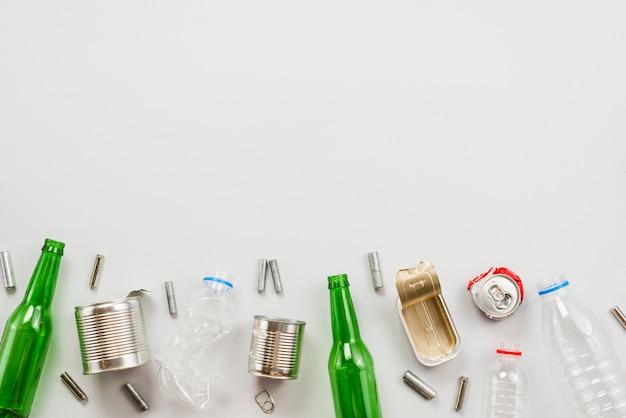 Différents déchets triés et préparés pour le recyclage