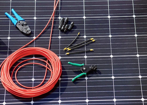 Différents détails, instruments pour l'installation du système solaire