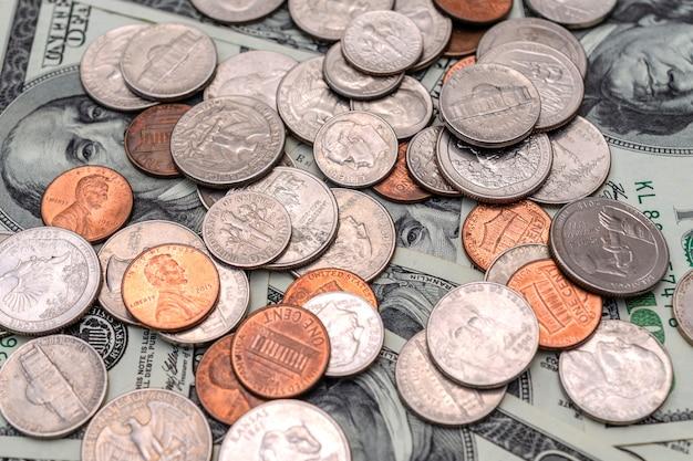 Différents dollars américains, pièces et billets de banque des états-unis d'amérique.
