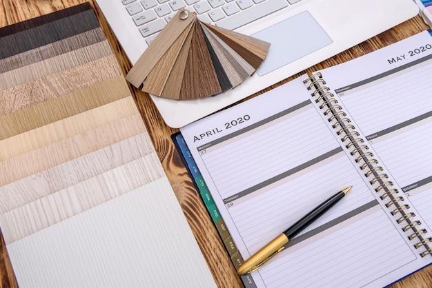 Différents échantillons de couleurs et de matériaux pour la conception de la maison