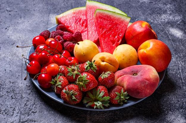 Différents fruits d'été et baies