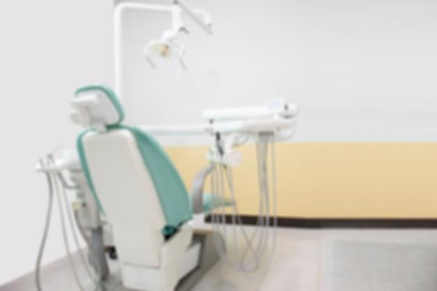 Différents instruments dentaires arrière-plan flou