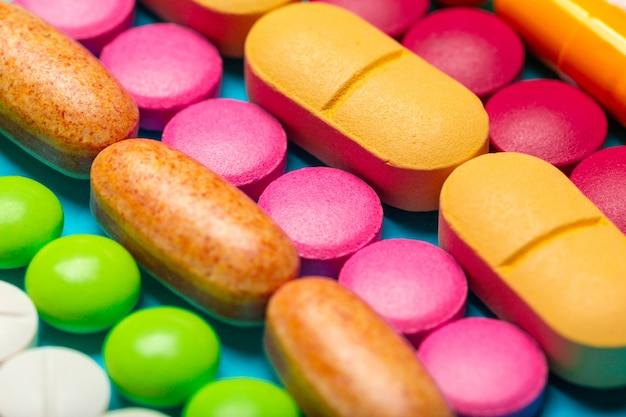 Différents médicaments, pilules, comprimés.