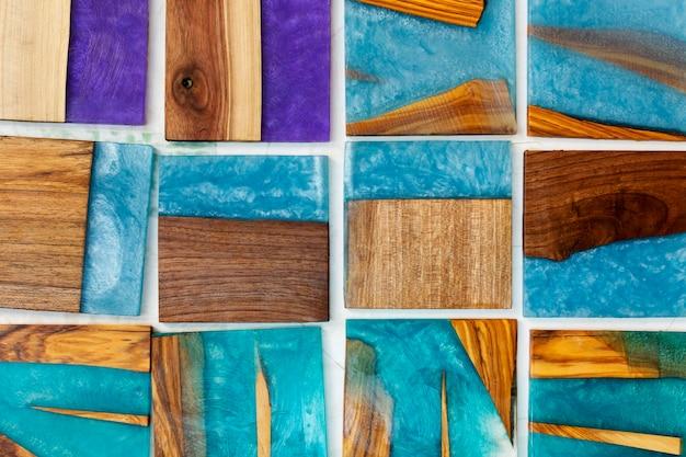 Différents morceaux de bois colorés