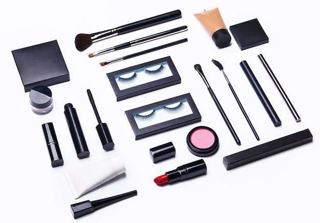 Différents objets de maquillage et cosmétiques