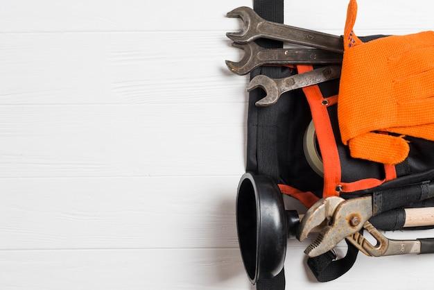 Différents outils d'ouvrier