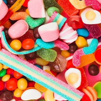 Différents types de bonbons colorés
