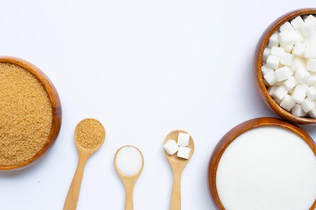 Différents types de sucre sur blanc