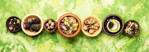 Différents types de thé en feuilles