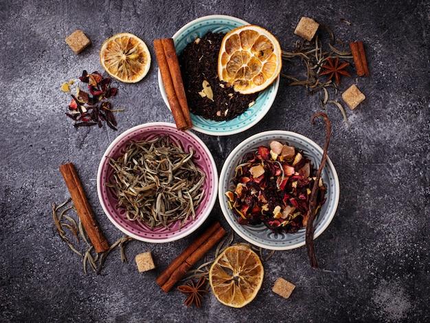 Différents types de thé sec