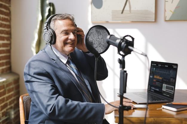 Diffuseur en direct dans un studio
