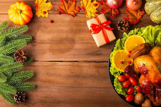 Dinde ou poulet au four de thanksgiving et légumes