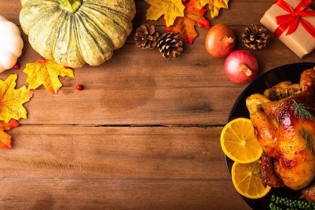 Dinde rôtie de thanksgiving ou poulet et légumes