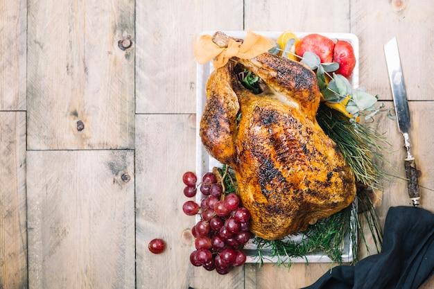 Dinde de thanksgiving avec espace sur la gauche